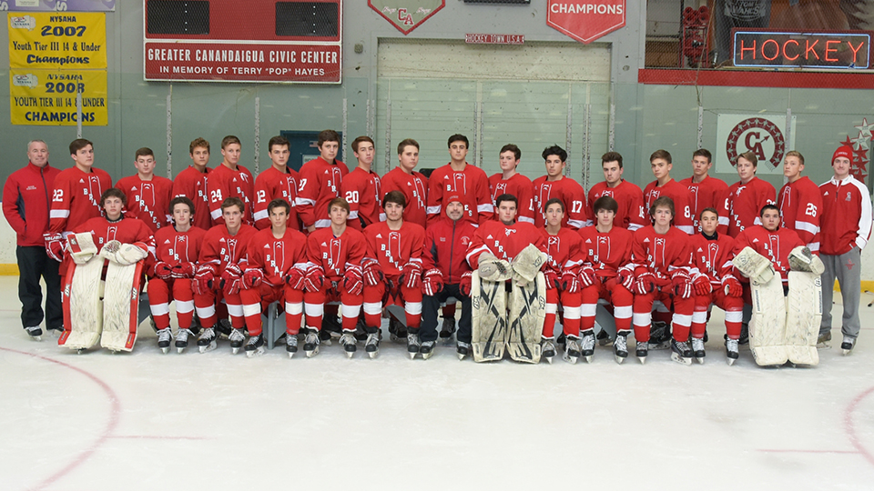 the 2017 - 2018 hockey team on the ice
