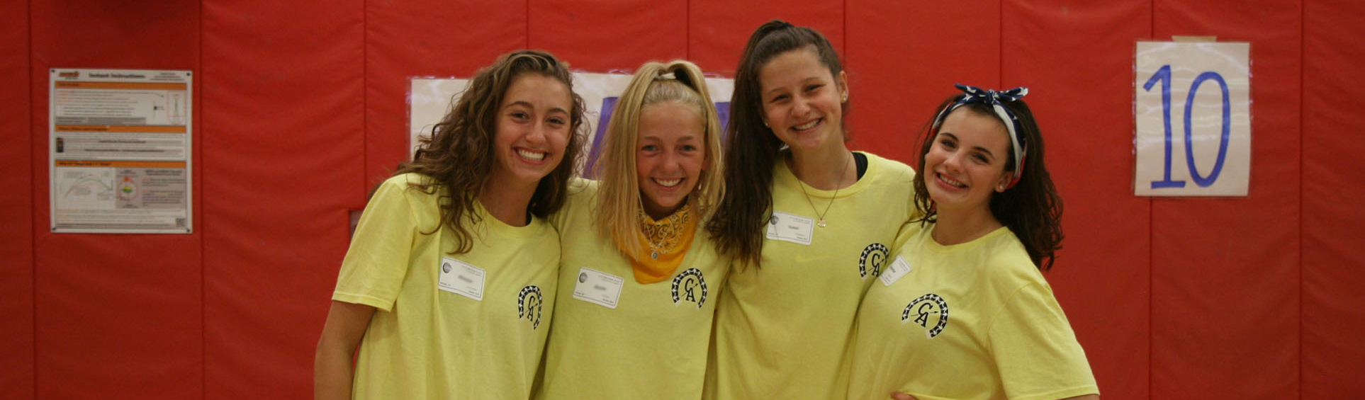 4 girls from the link crew huddled and smiling